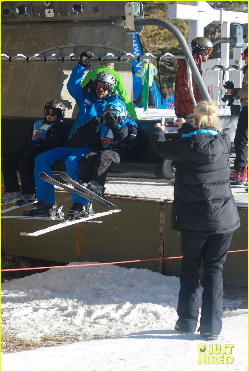 gwen stefani cheers on her boys while they go skiing 133021902