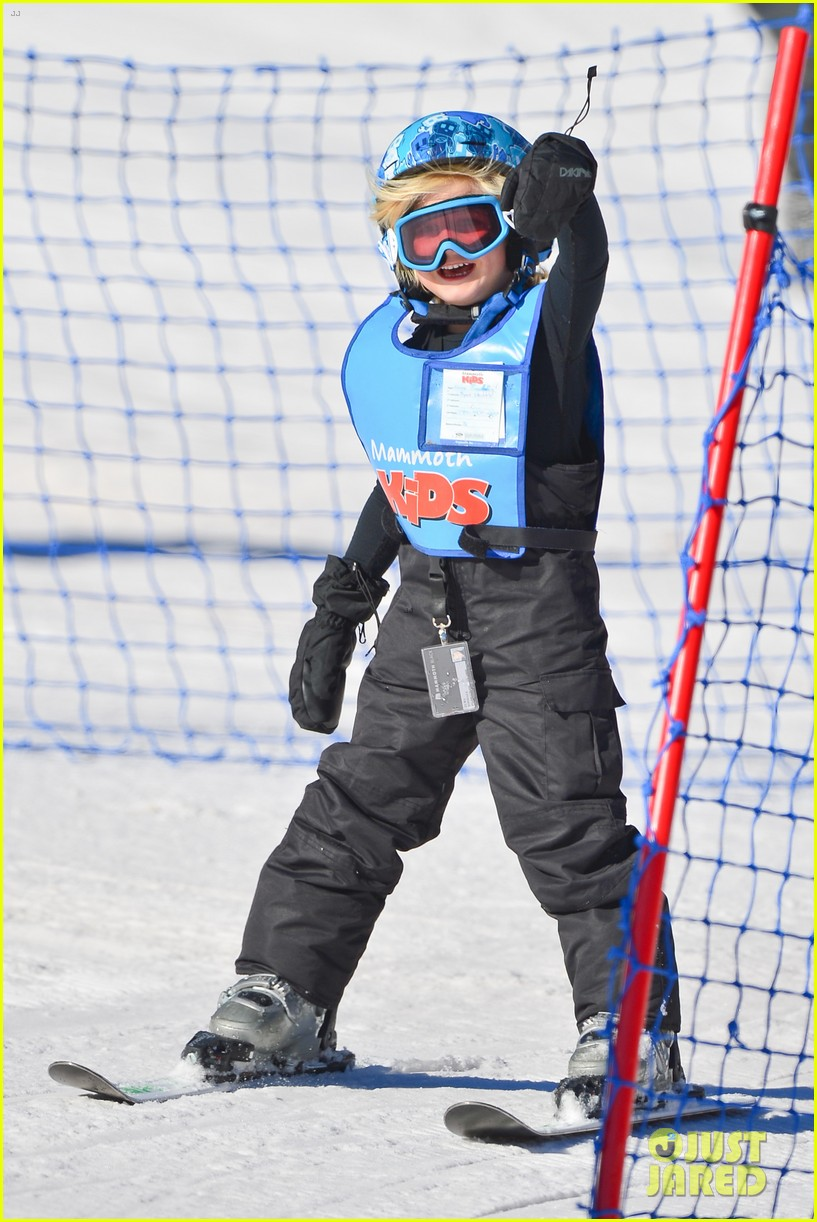 gwen stefani cheers on her boys while they go skiing 22