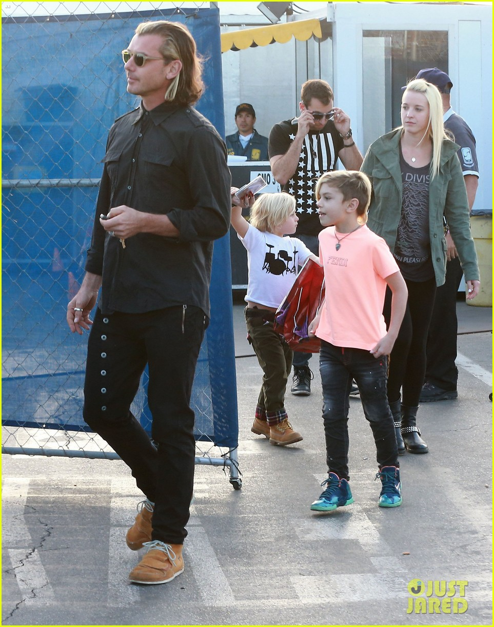 gwen stefani steps out with the family after baby boy news 14