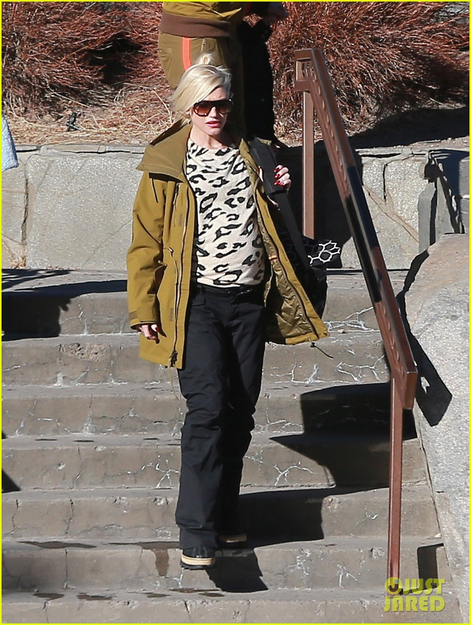 gwen stefani new years day with the family in mammoth 073021417