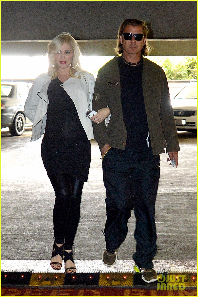gwen stefani displays huge baby bump in new pic 08