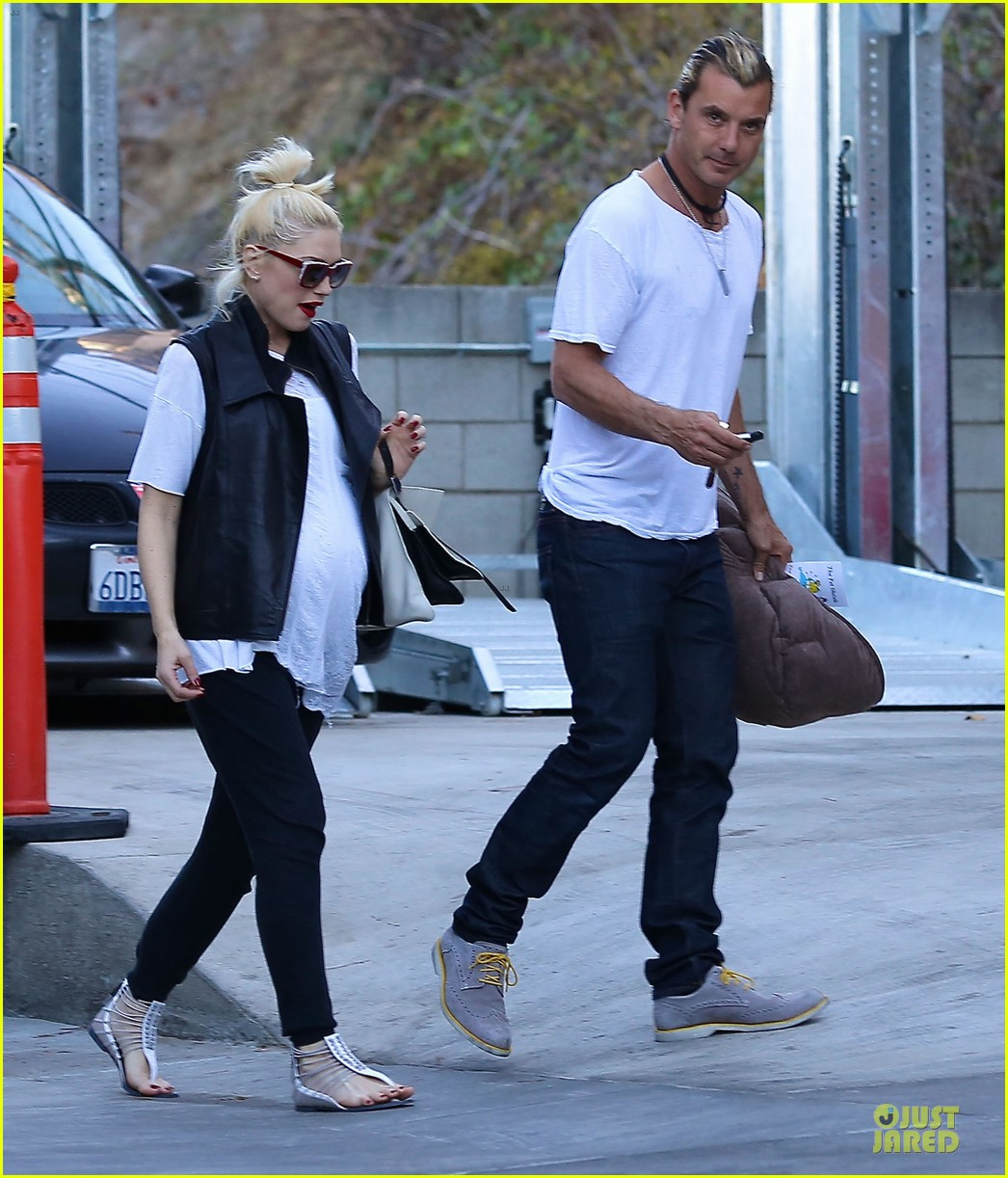 gwen stefani cheers for grammys producer of the year pharrell williams 113041812