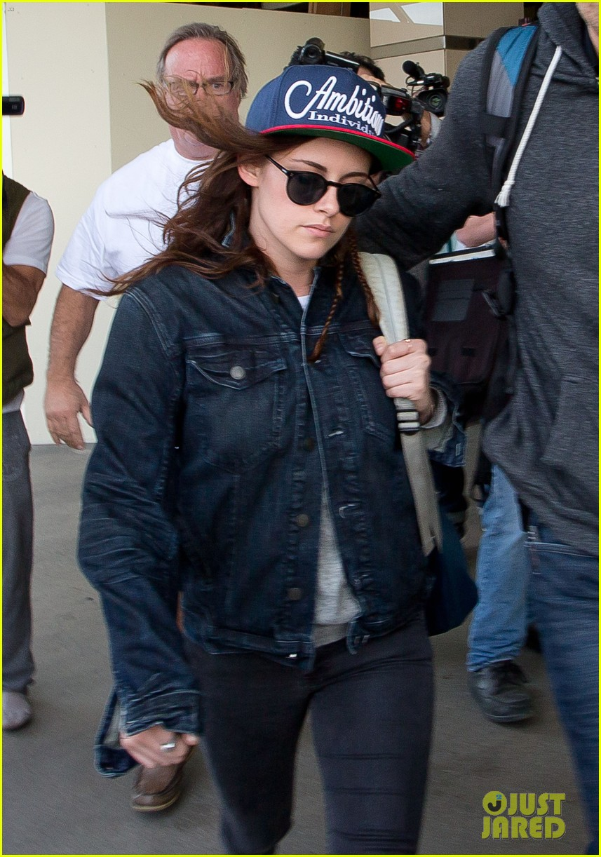 kristen stewart lands in los angeles after sundance fest 04