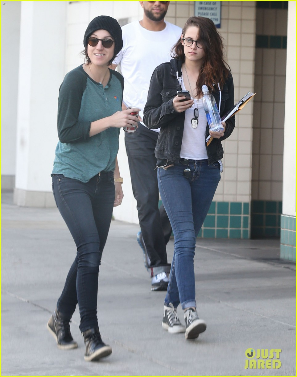 kristen stewart goes to the library with pal tamra natisin 16