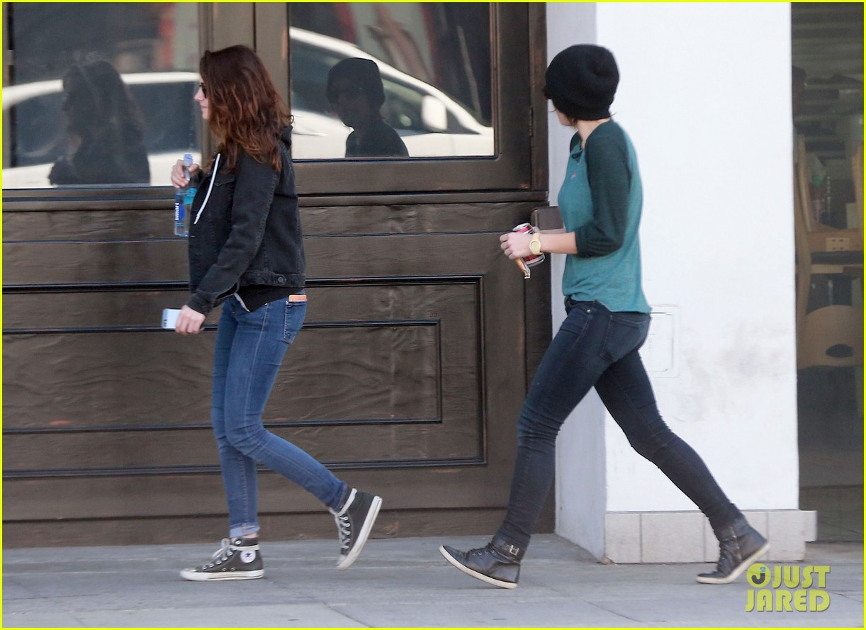 kristen stewart goes to the library with pal tamra natisin 22