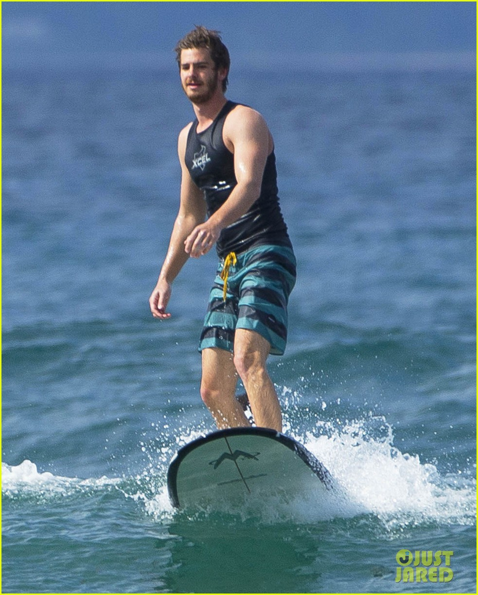 emma stone andrew garfield surf in hawaii 14