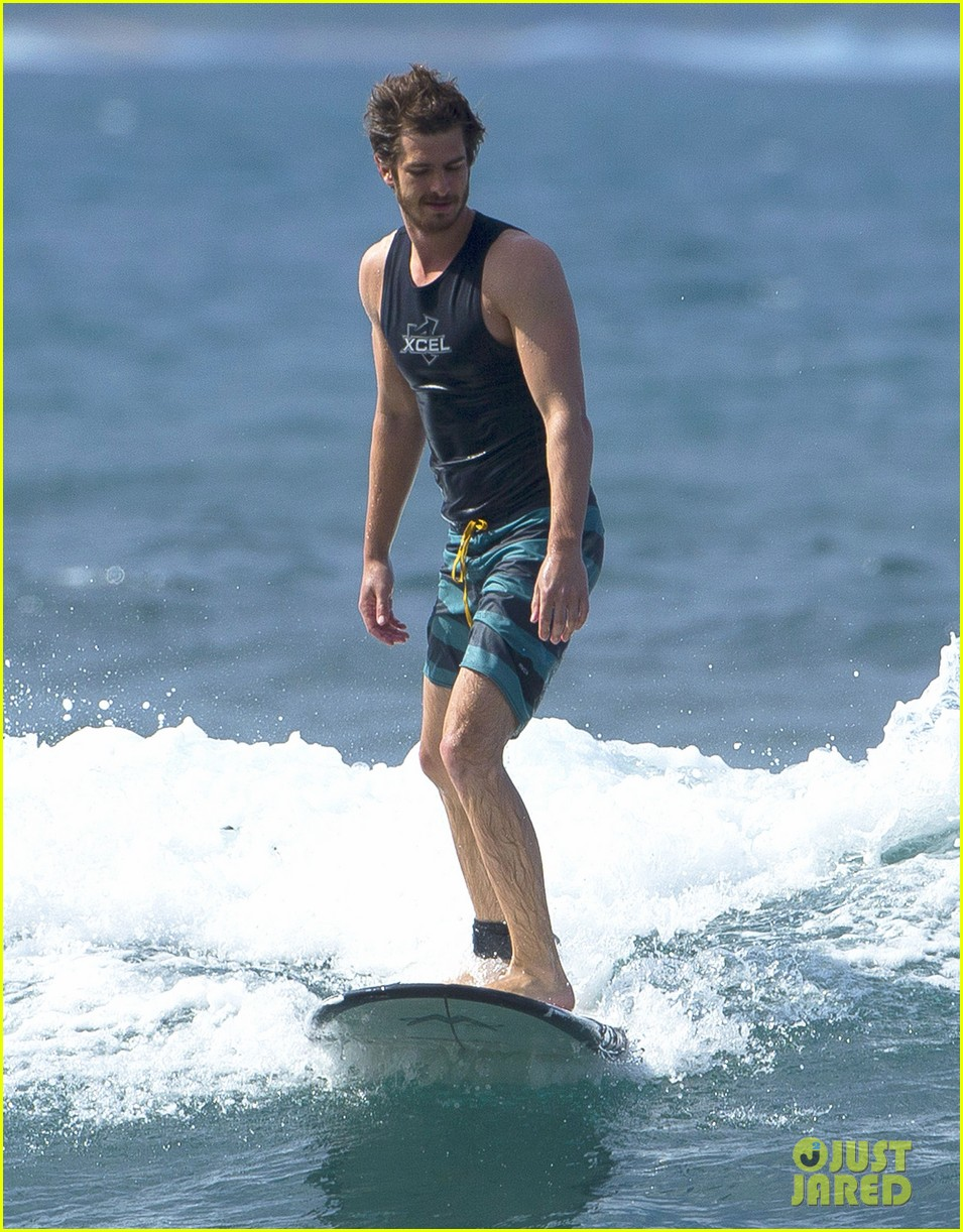 emma stone andrew garfield surf in hawaii 173023402