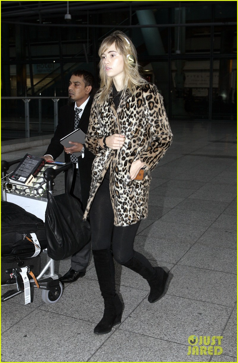 suki waterhouse back in london after joint bradley cooper party 033024428