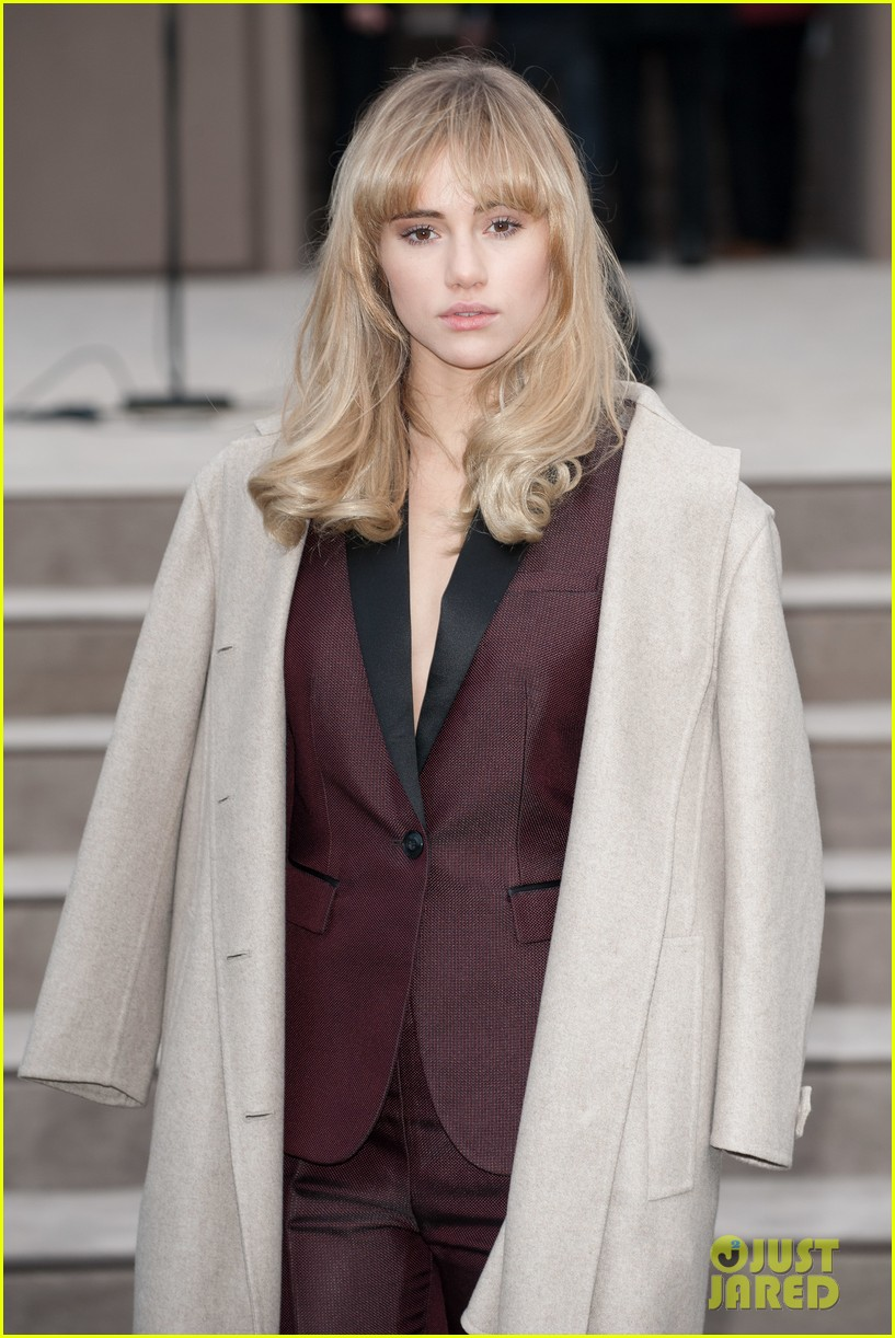 suki waterhouse jamie campbell bower burberry london show 02