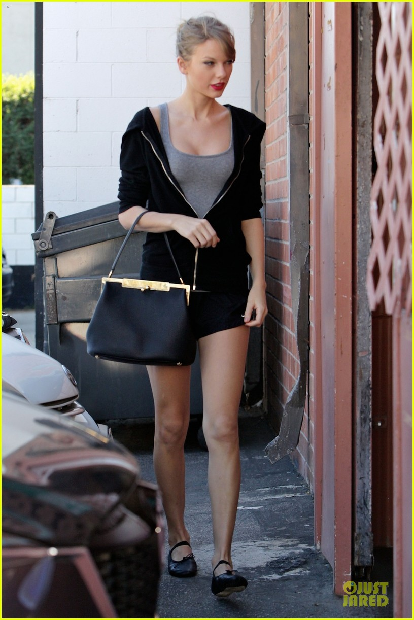 taylor swift dance studio practice after grammy performing news 05