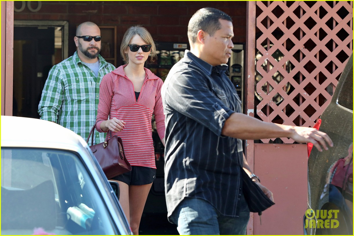 taylor swift spends new years day dancing 073021518