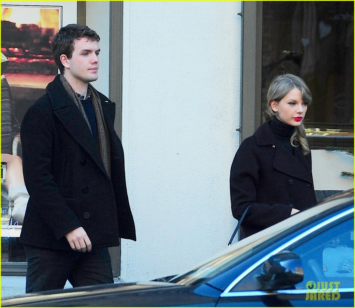 taylor swift brother austin go shopping in new york city 06