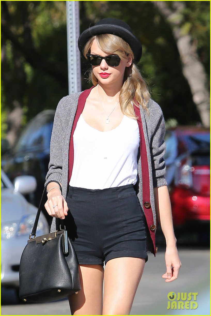 taylor swift shows off her legs for days after oscar snub 043032830