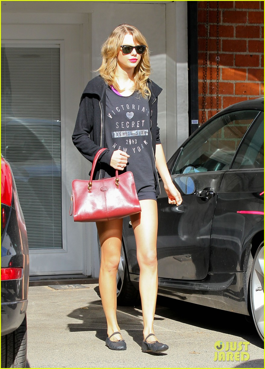 taylor swift shows victorias secret pride at the gym 03