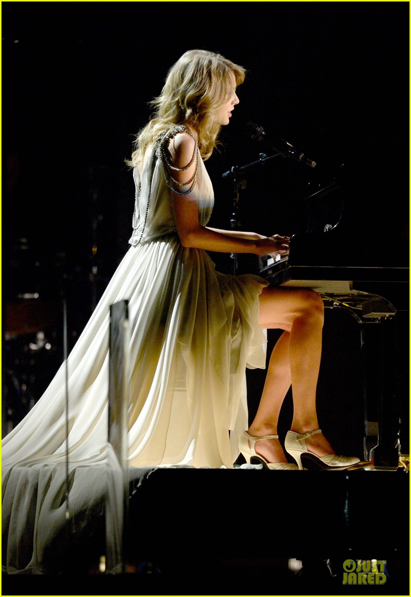 taylor swift performs all too well at grammys 2014 video 053041332