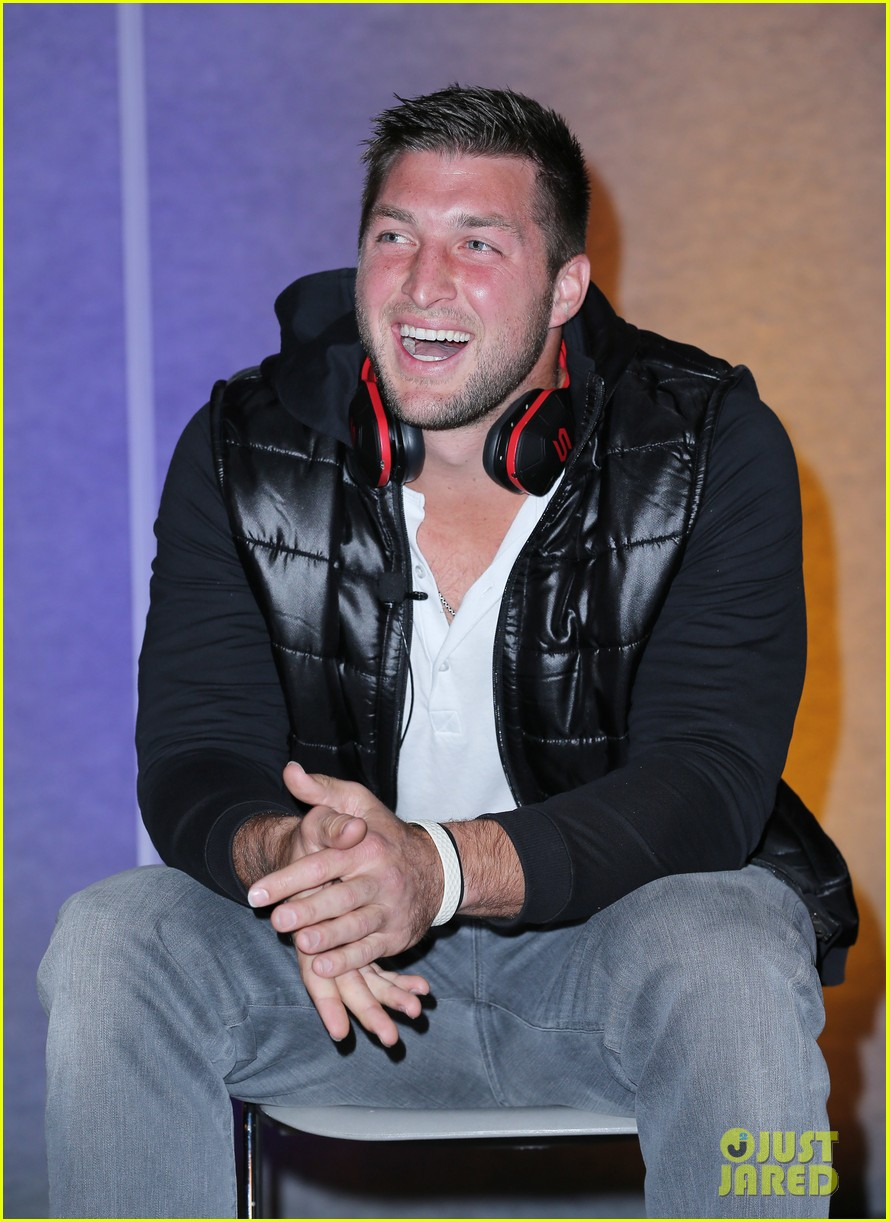 tim tebow soul electronics ces 2014 conference 06