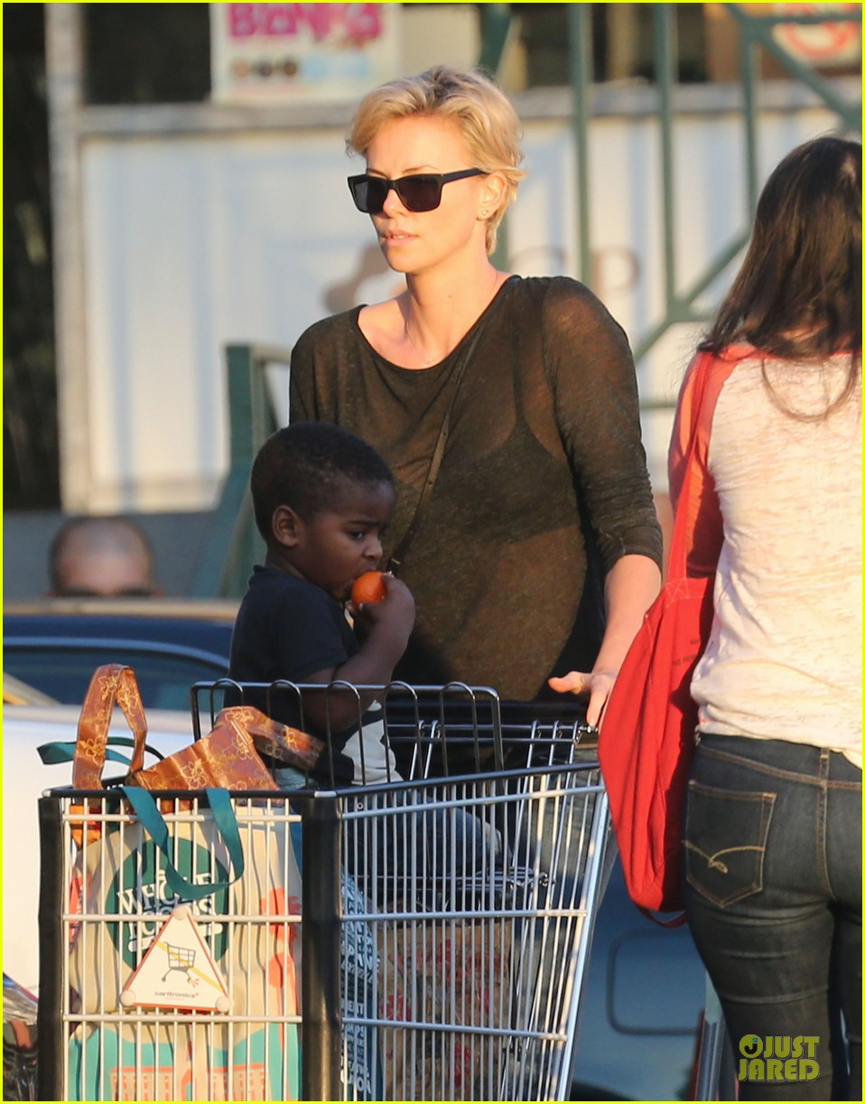 charlize theron sean penn bares her back for sean penn 18