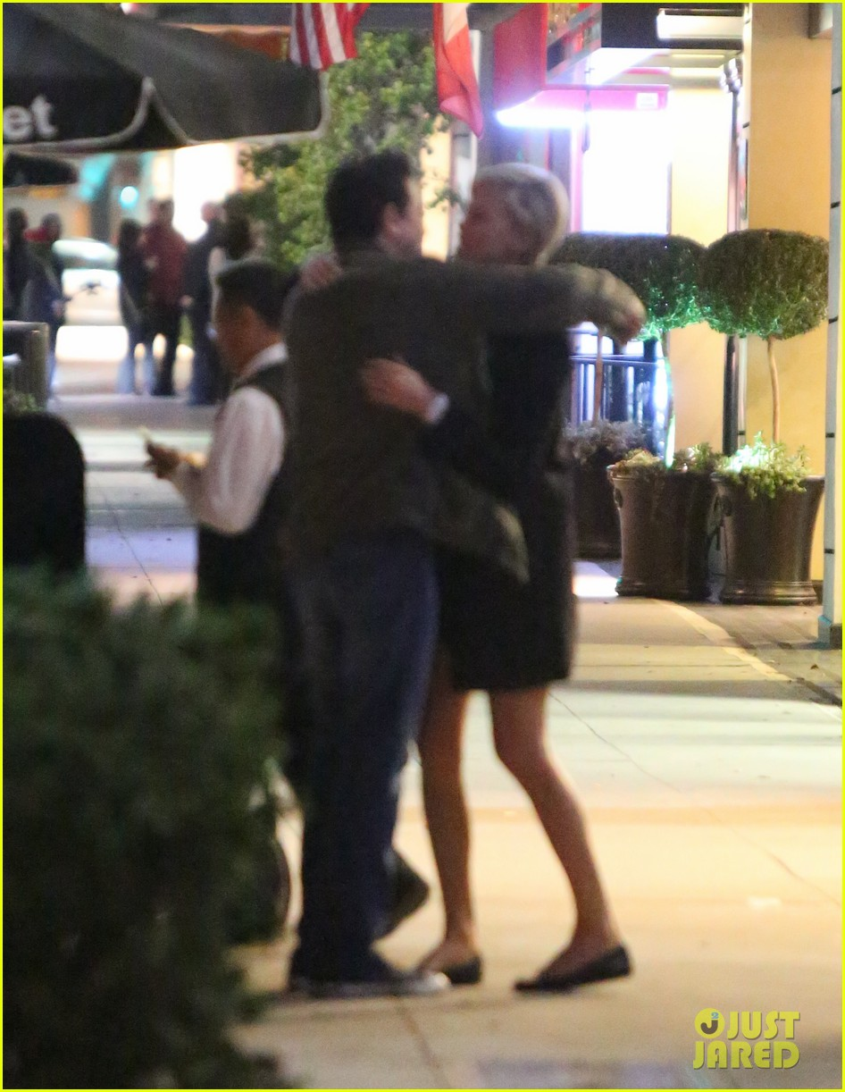 charlize theron hugs seth macfarlane after dinner out 01