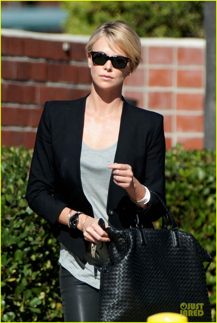 charlize theron hydrated for errands 04
