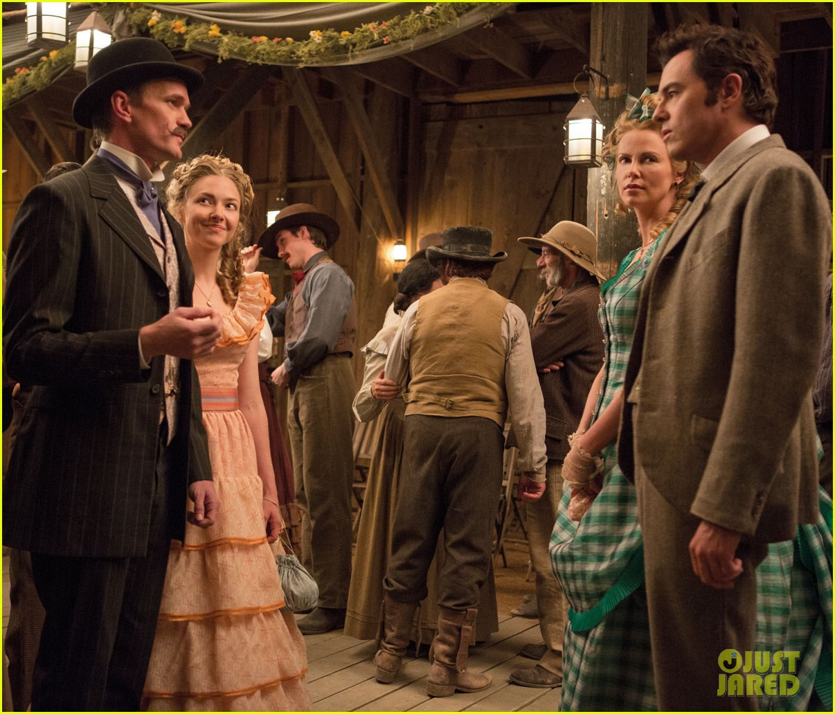 charlize theron amanda seyfried million ways to die in the west first look 023021373