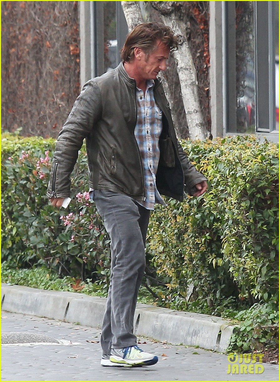 charlize theron sean penn keep romance going with trip to the studio 01
