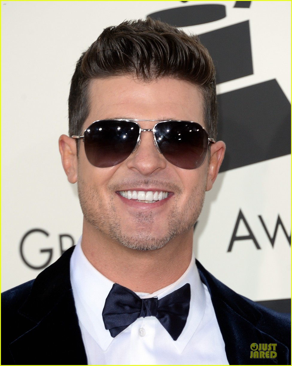 robin thicke paula patton grammys 2014 red carpet 04