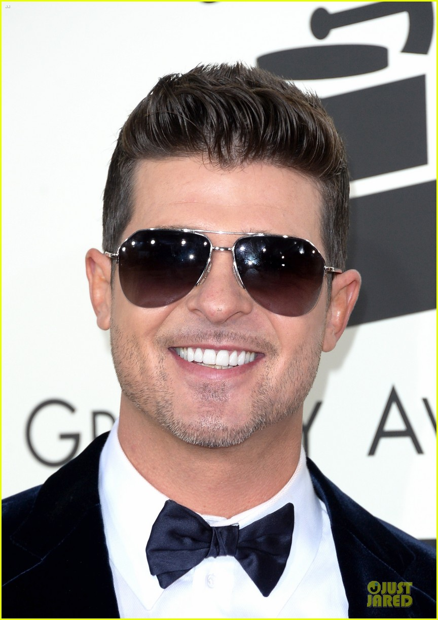 robin thicke paula patton grammys 2014 red carpet 06
