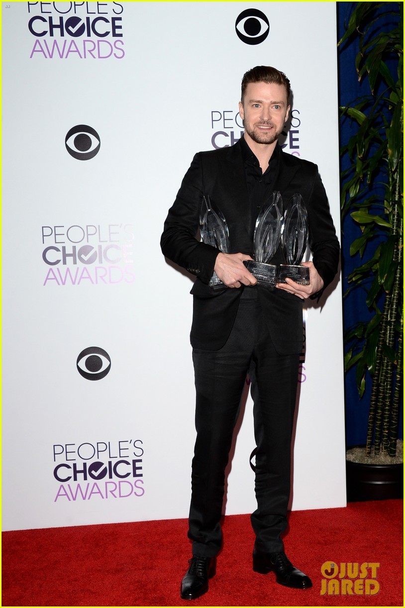 justin timberlakes peoples choice award almost stolen by ellen degeneres 04