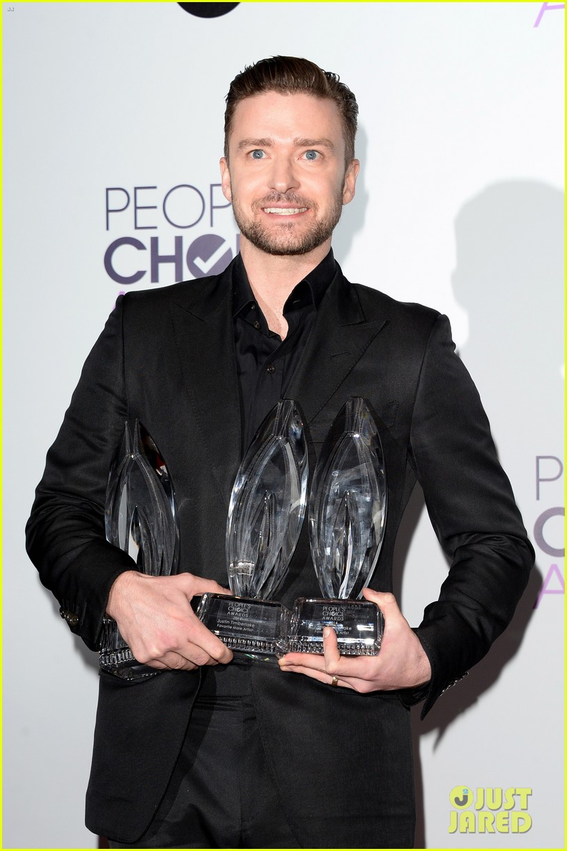 justin timberlakes peoples choice award almost stolen by ellen degeneres 05