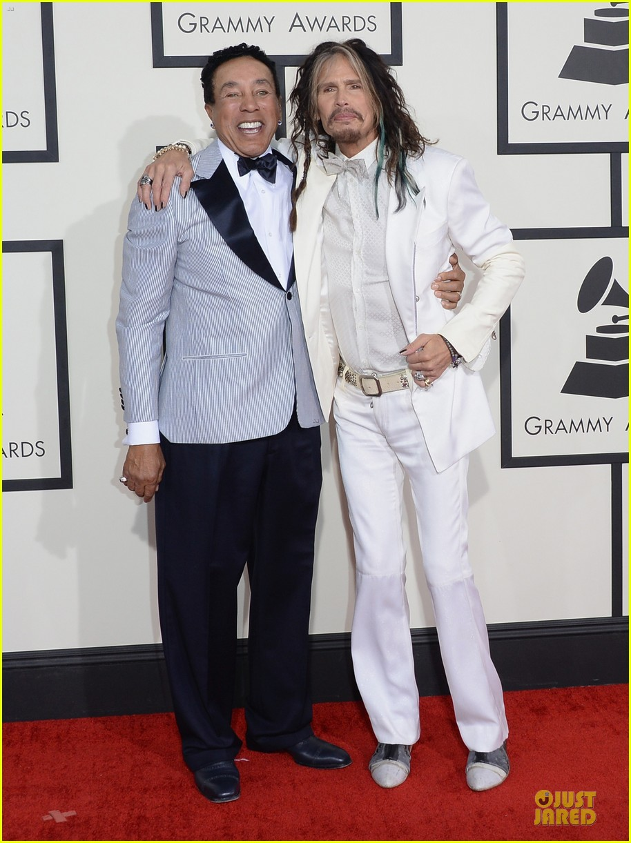 steven tyler smokey robinson sings to smokey robinson at grammys 2014 10