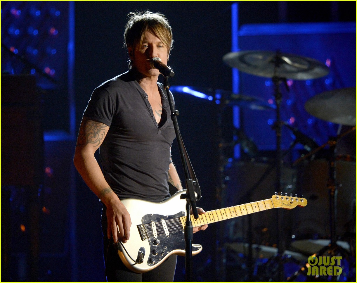 keith urban performs cop car at grammys 2014 video 013041317