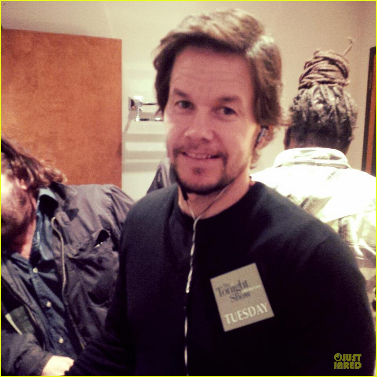 mark wahlberg promotes lone survivor on leno extra 04