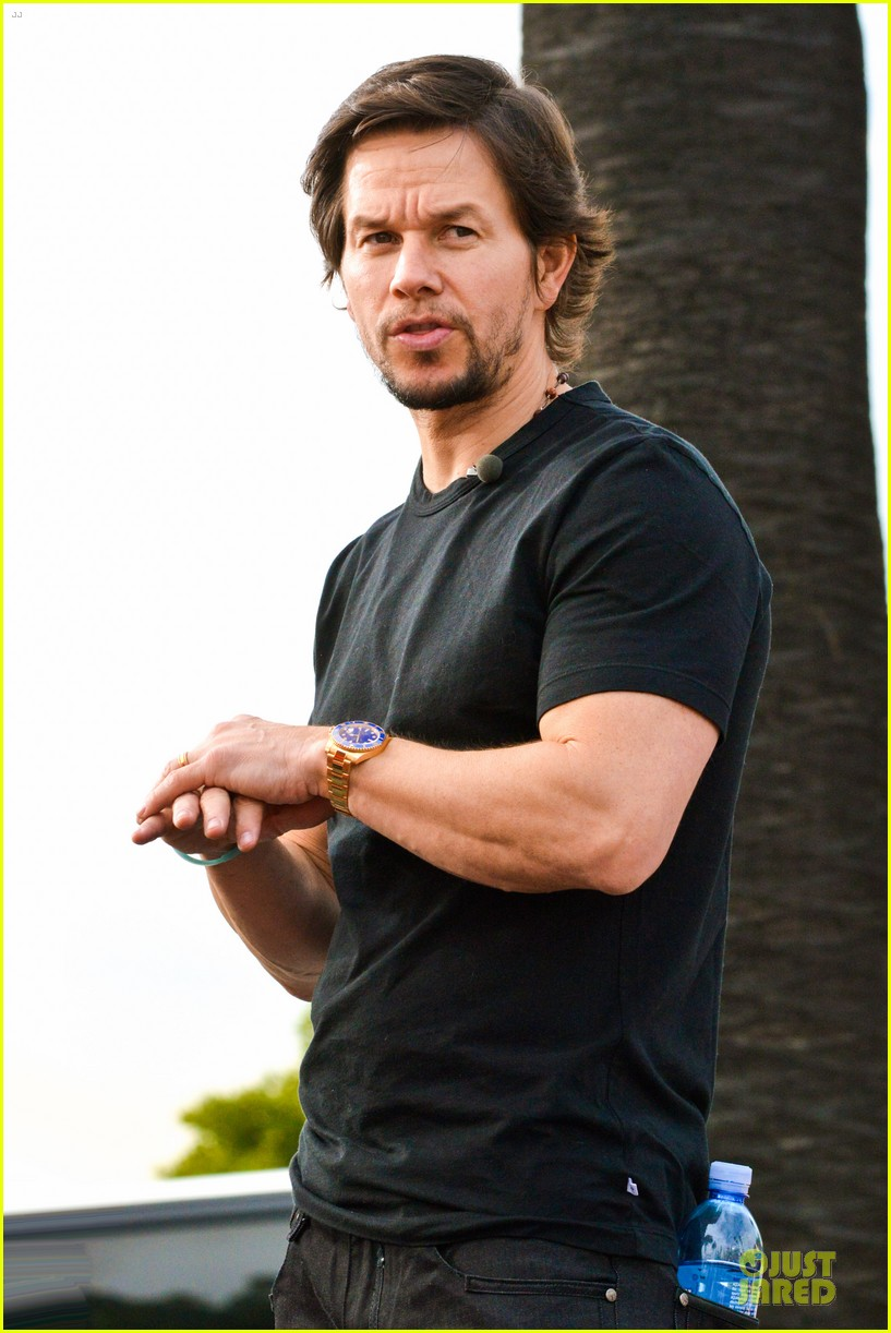 mark wahlberg promotes lone survivor on leno extra 153024902