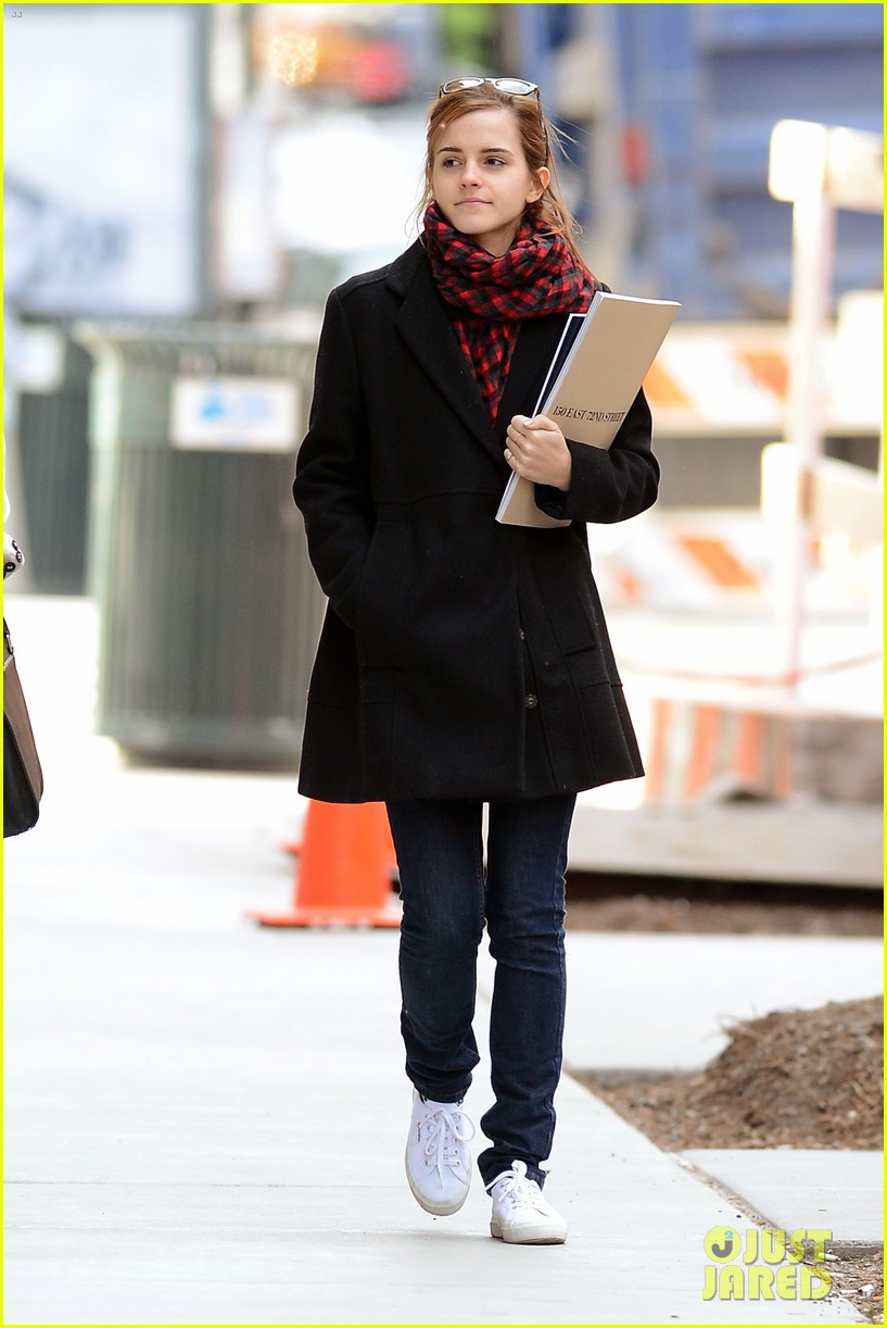 emma watson braves frigid cold for nyc apartment hunting 233038742