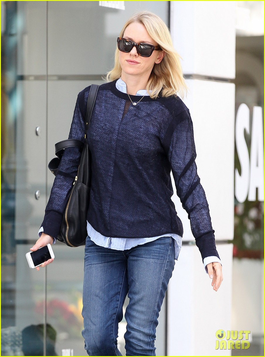 naomi watts keeps busy in brentwood 20
