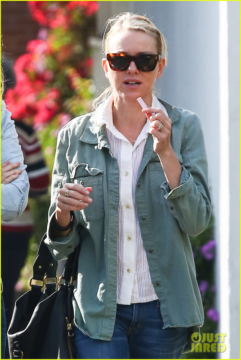 naomi watts runs lots of errands in los angeles 17