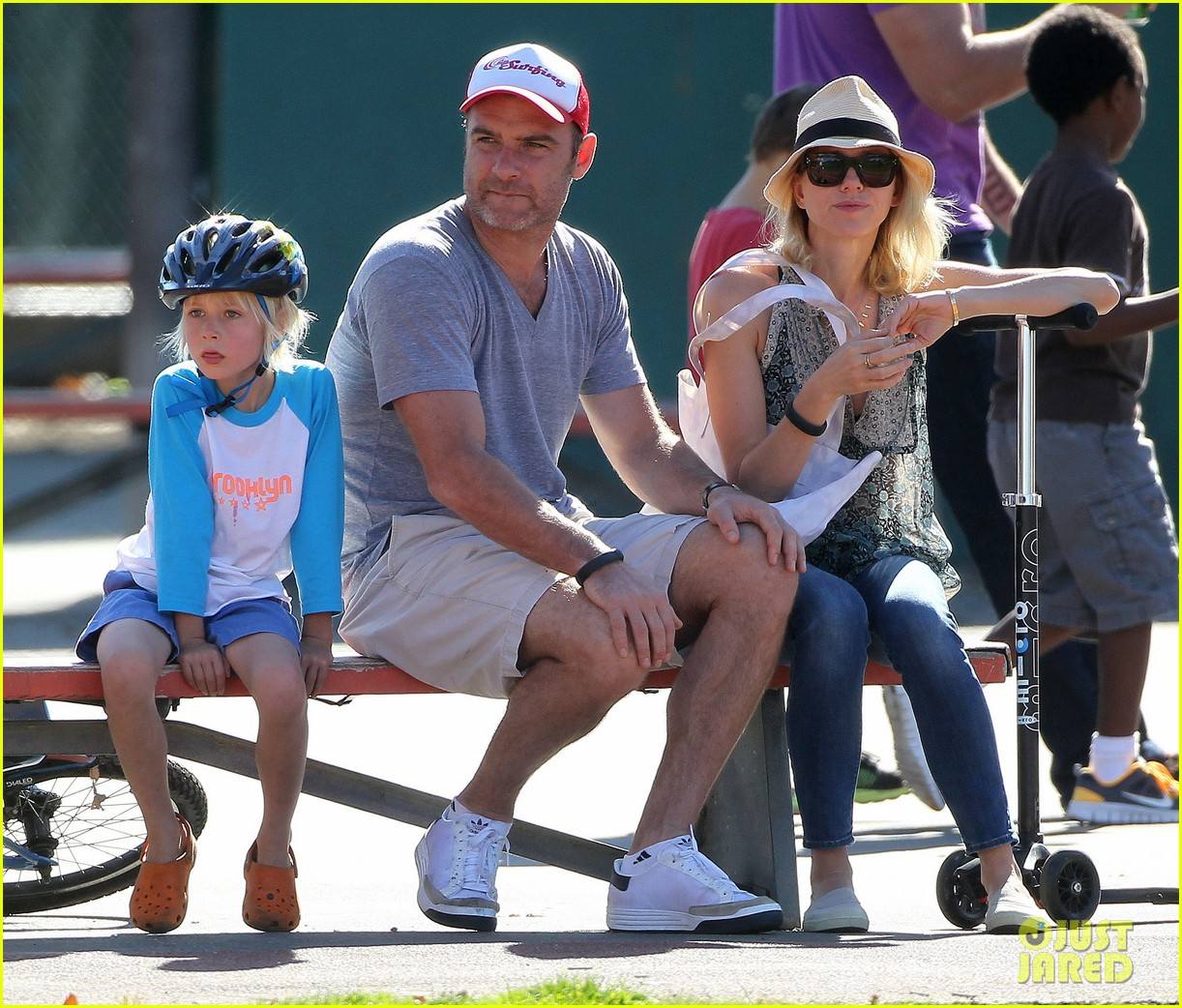naomi watts liev schreiber run after the kids at the park 26