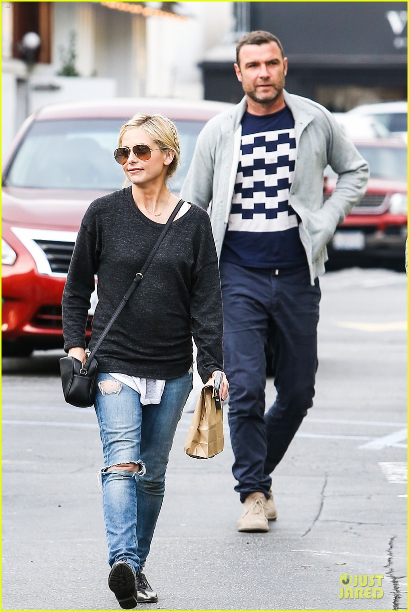 naomi watts liev schreiber grabs lunch with sarah michlle gellar 05