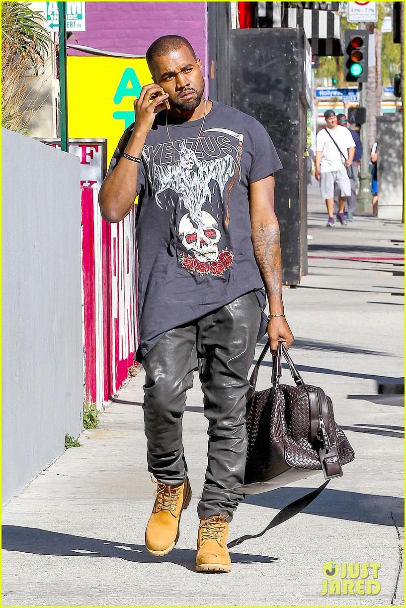 Full Sized Photo Of Kanye West Allegedly Attacks Man Who Screamed Racial Slurs At Kim Kardashian 06 Photo 3030430 Just Jared
