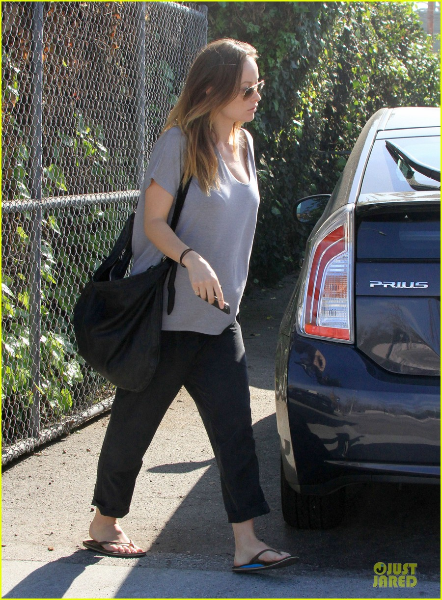 olivia wilde im very happy to see rain in la 063043373