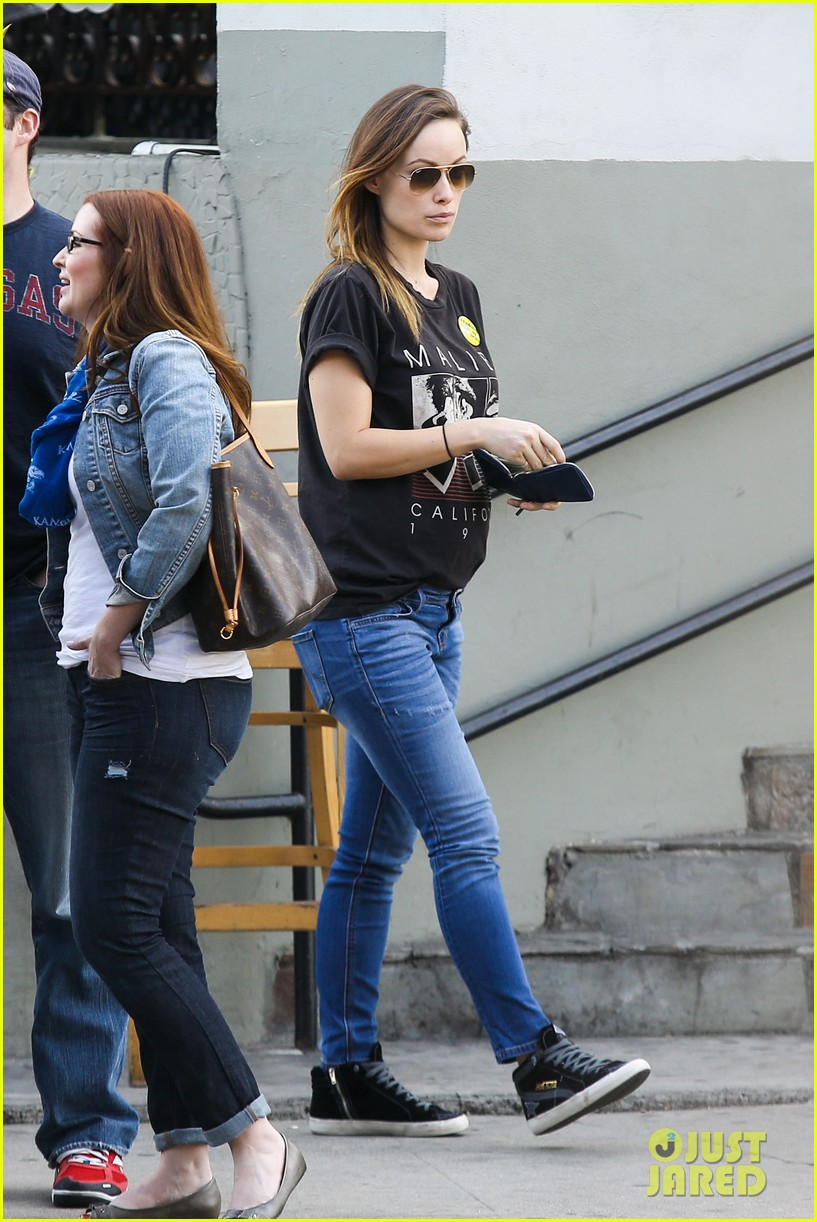 olivia wilde basketball game date with jason sudeikis 083035663