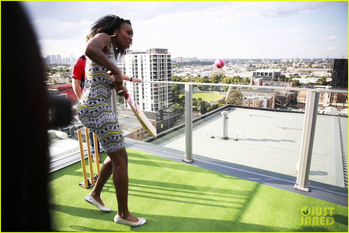 venus serena williams play cricket with the pros 09