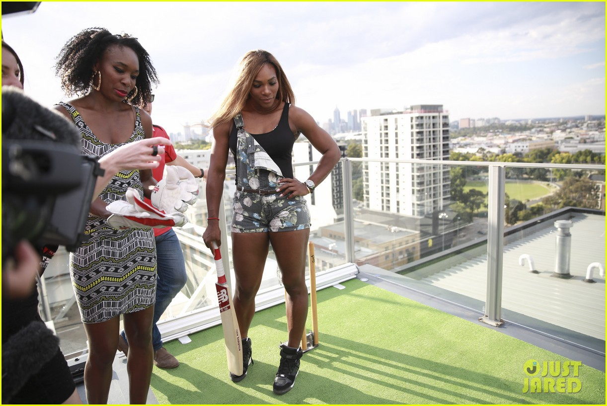 venus serena williams play cricket with the pros 123026378