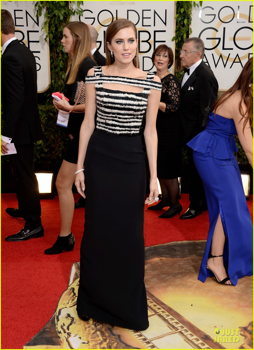 allison williams zosia mamet golden globes 2014 09