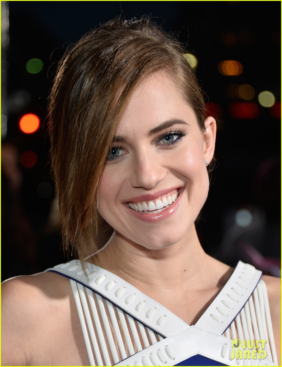 allison williams peoples choice awards 2014 red carpet 02