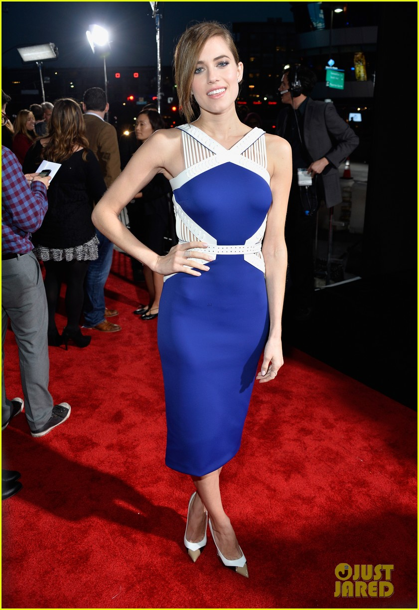 allison williams peoples choice awards 2014 red carpet 07