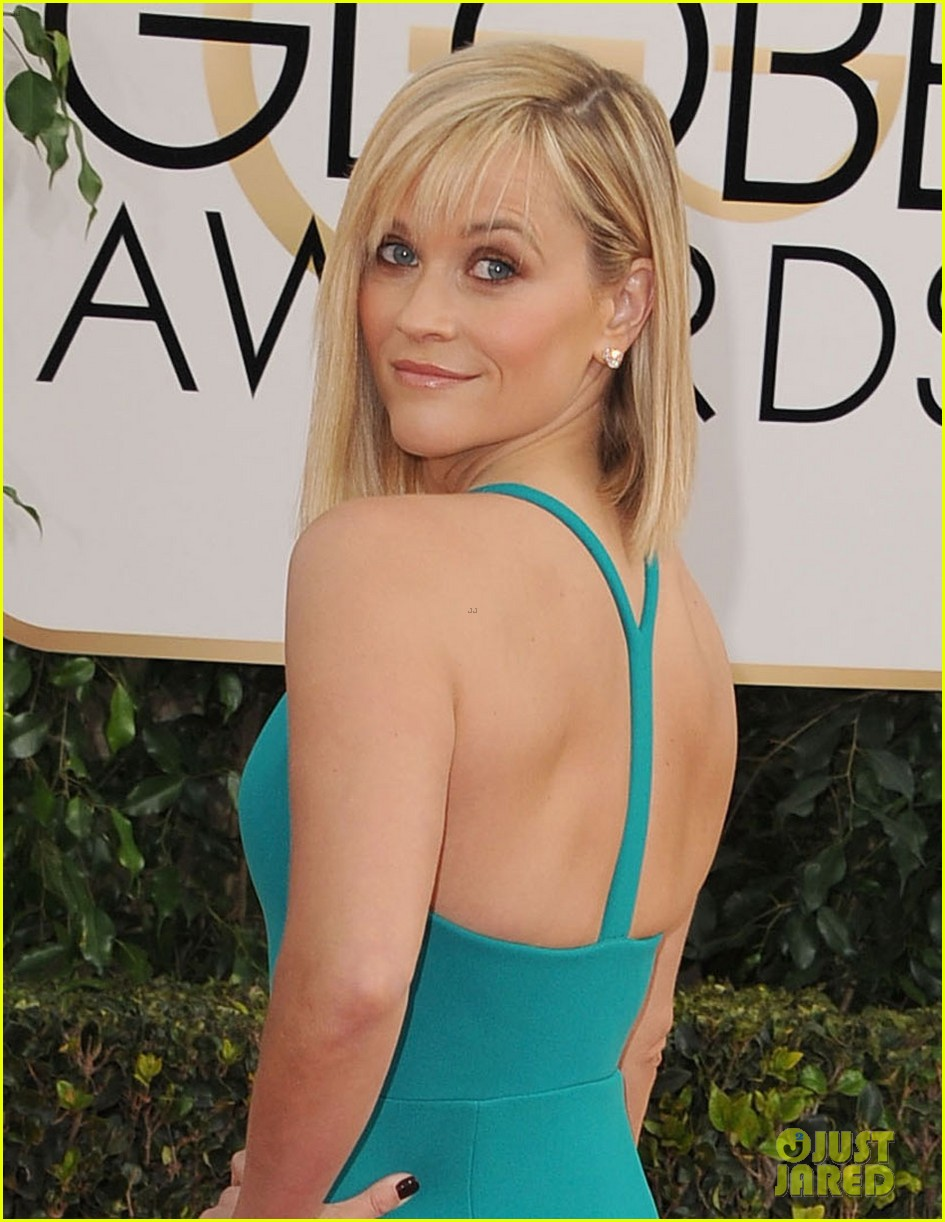 reese witherspoon golden globes 2014 red carpet 053029255
