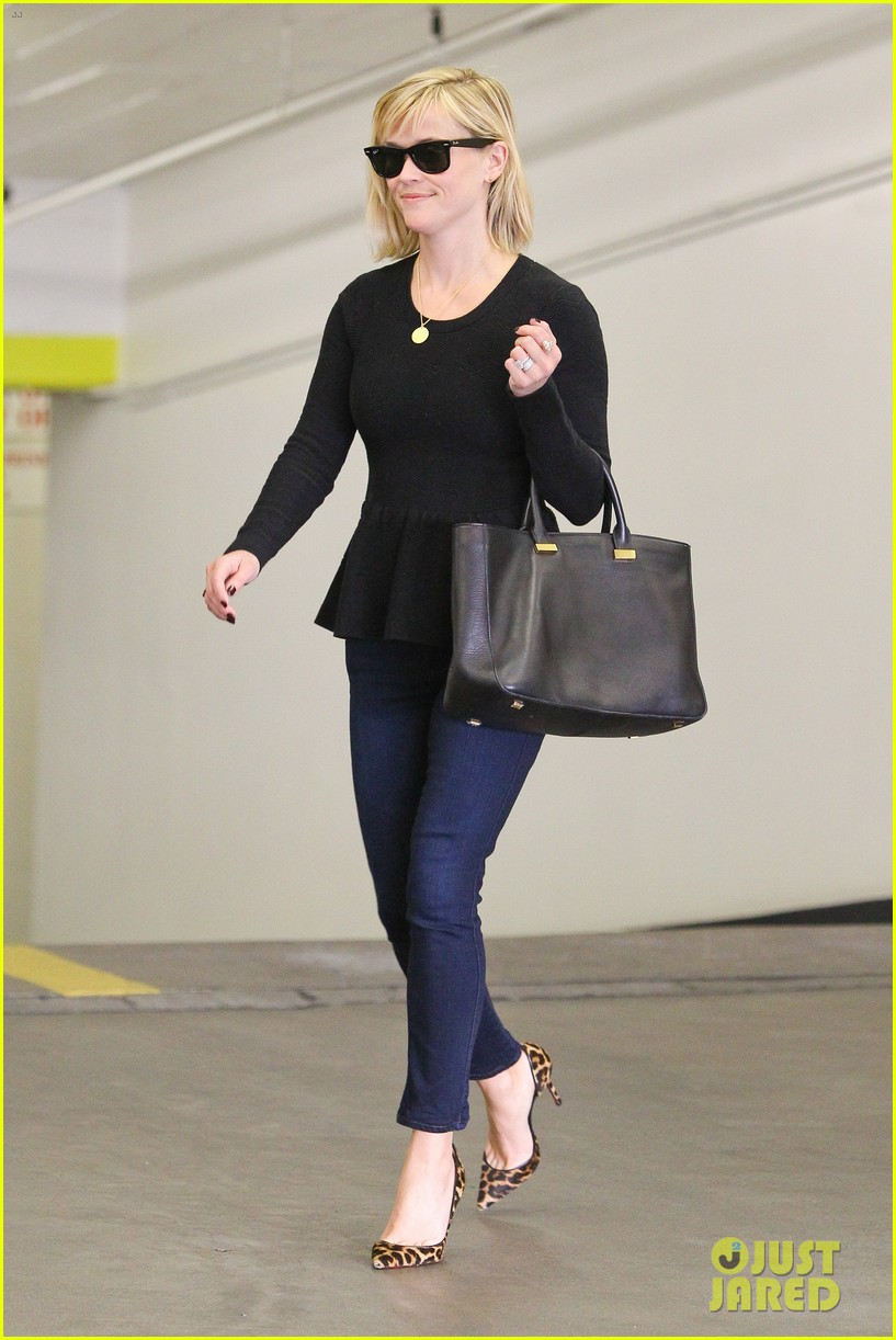 reese witherspoon no longer attached to the intern movie 05