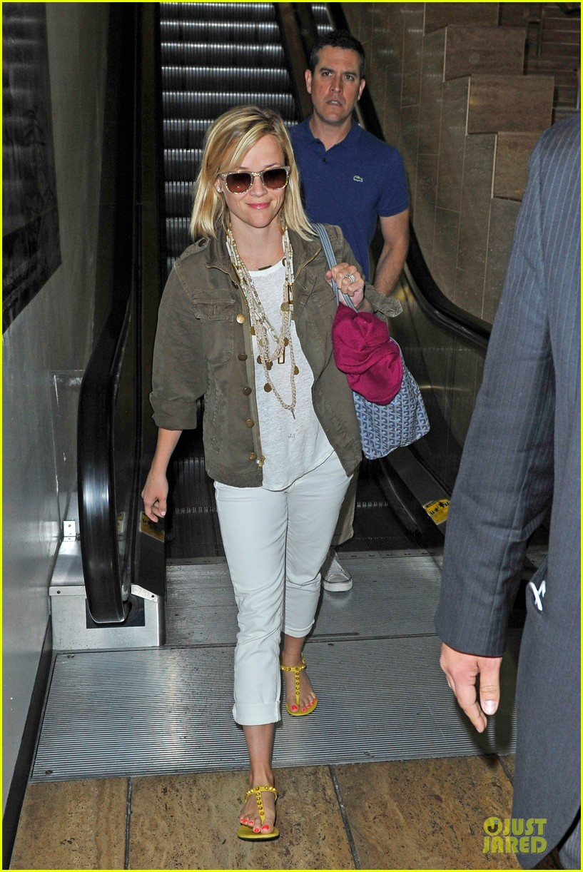 reese witherspoon lax arrival after justin bartha wedding 013024769