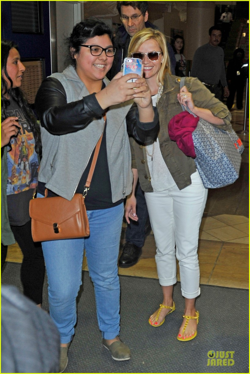 reese witherspoon lax arrival after justin bartha wedding 03